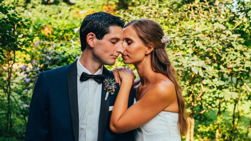 Laura und Nikos Hochzeit im Hochsommer