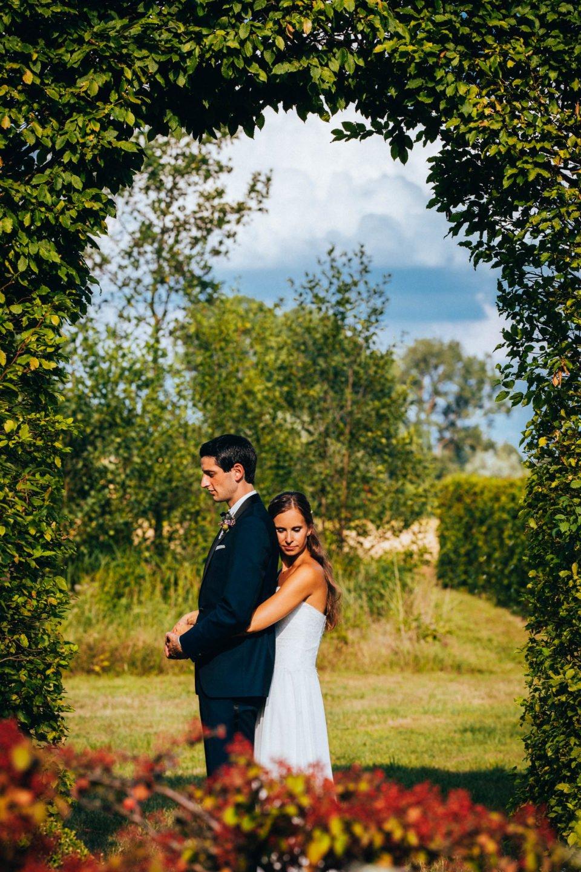 Brautpaar bei Hochzeit im Hochsommer