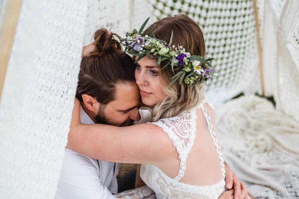 Brautpaar im Tipi