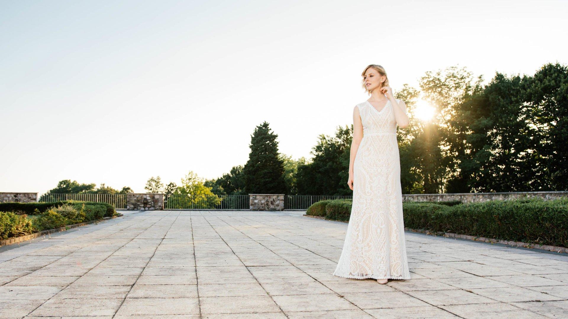 159745e52ff9ca Und wenn dich jetzt als zukünftige Braut vor der Brautkleidanprobe und dem  Kauf deines Traumkleides noch die gängigen Fragen plagen sollten, helfen  dir die ...
