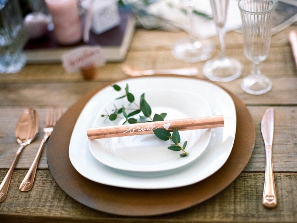 Tischdeko mit Kupfer bei Vintage Hochzeitsinspiration
