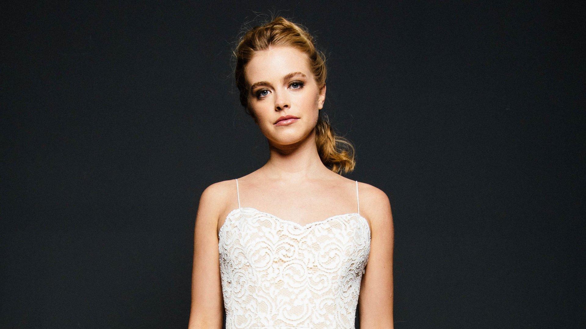 Hochzeitskleid mit dünnen Traegern