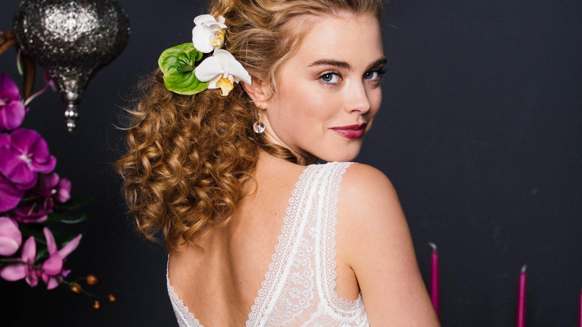 Hochzeitskleid mit Trägern aus Spitze