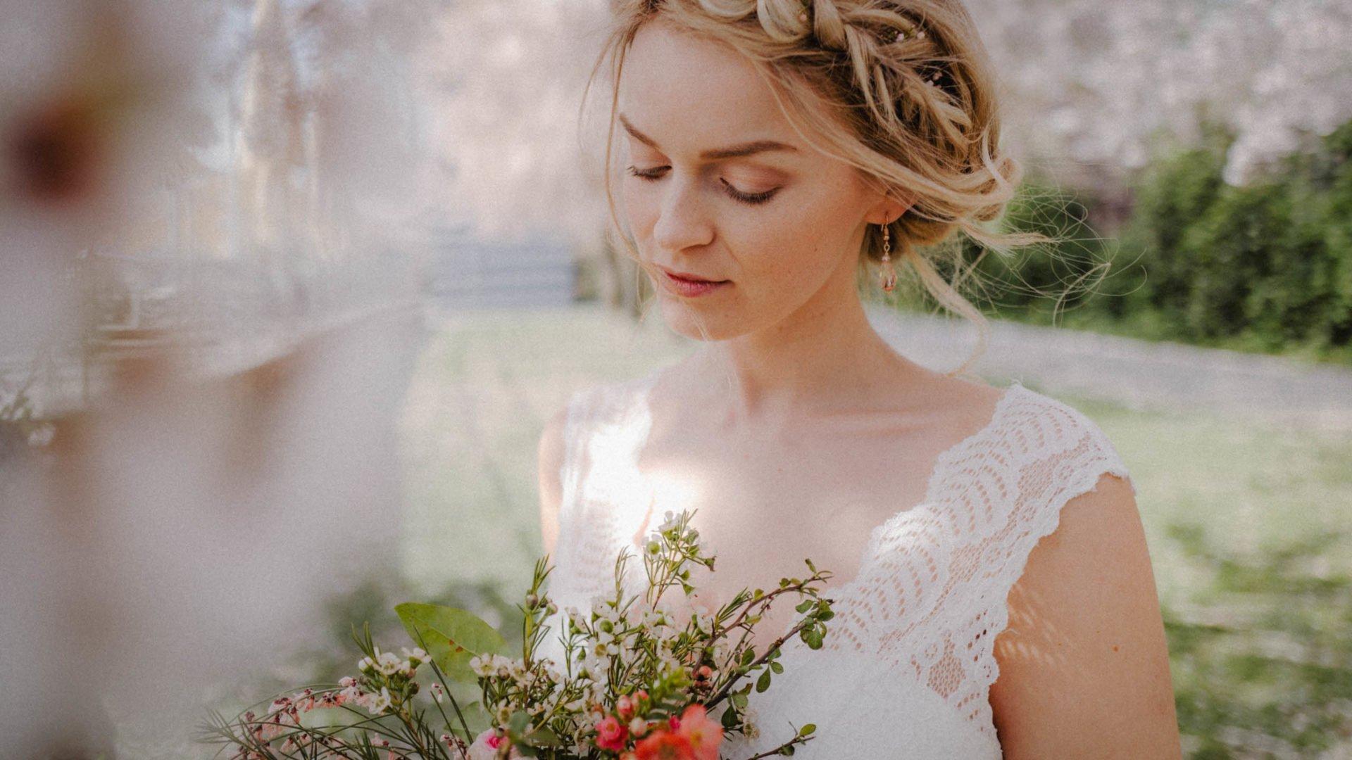 Brautkleider Spitze an den Trägern