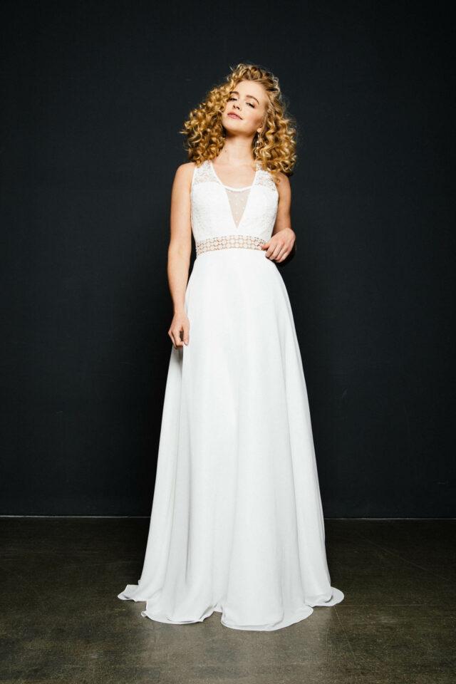Hochzeitskleid mit Rückenausschnitt, Spitzenträgern und Chiffonrock