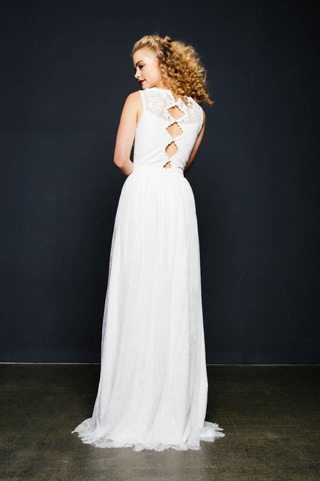 Hochgeschlossenes Brautkleid mit außergewöhnlichem Spitzenmix –  Harumi