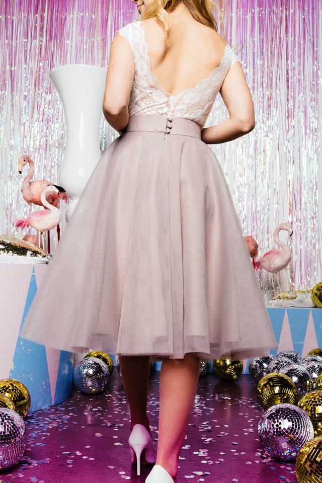 Farbiger Tüllrock für die moderne Braut – Zuzu short Taupe