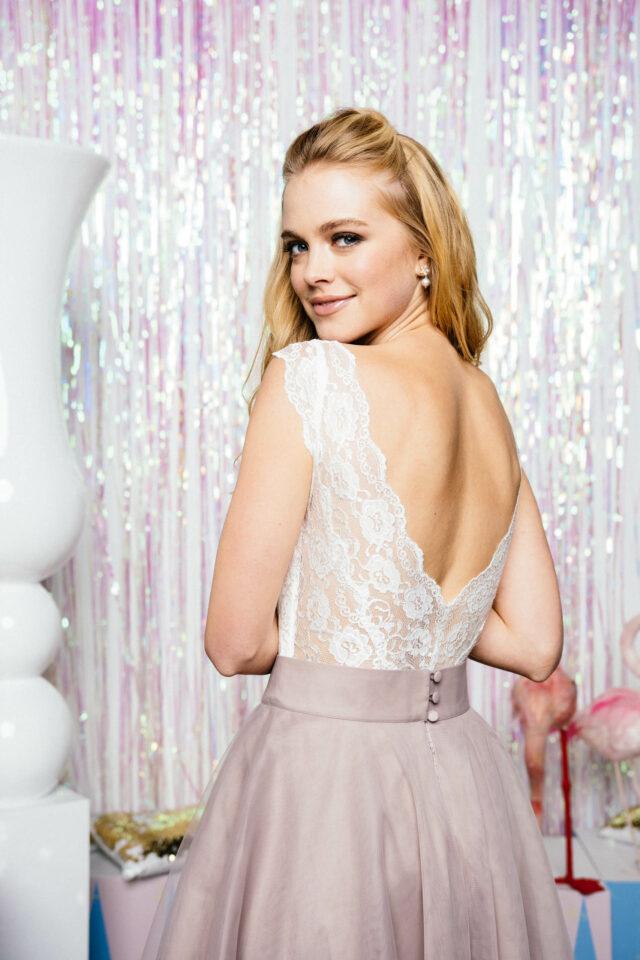 Brautkleid Zweiteiler: Spitzenbody mit farbigem Tüllrock