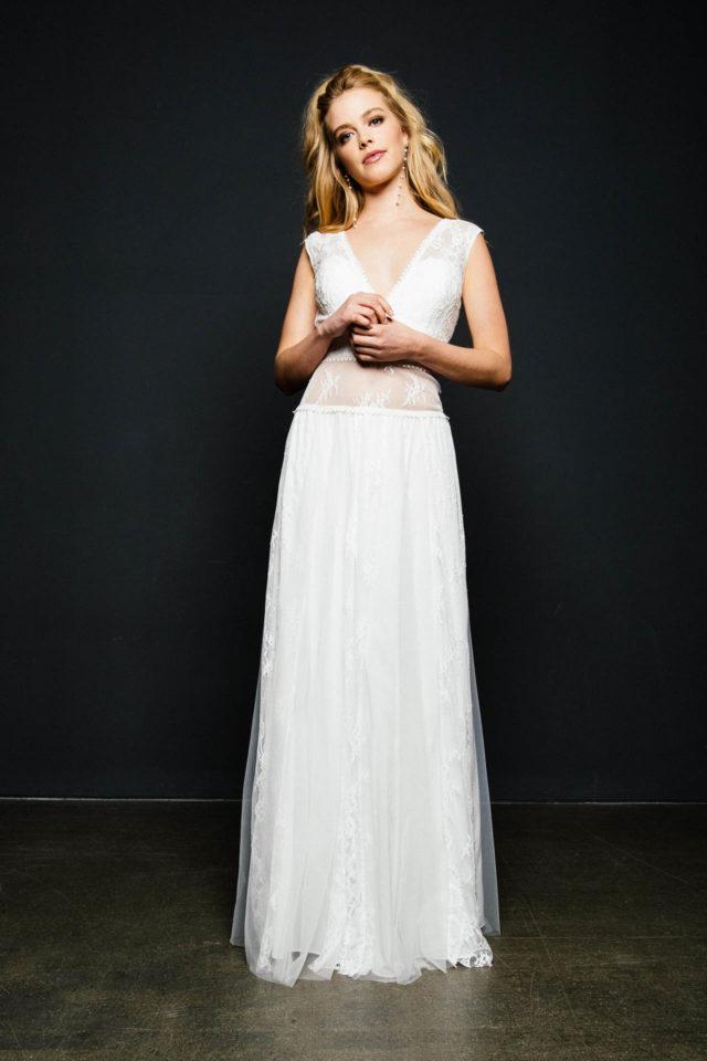 Bauchfreies Brautkleid mit Trägern im Boho Stil – bezaubernde Jeannie