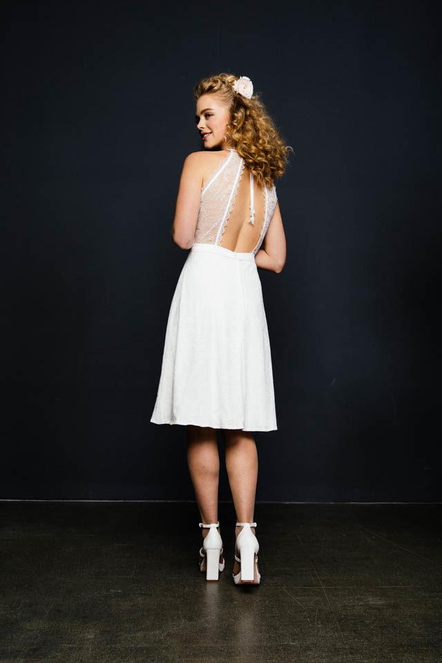 Brautkleid kurz & spitze – rückenfrei mit ausgestelltem Rock – Leni