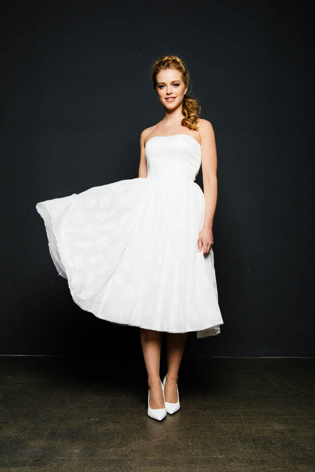 Wadenlanges Brautkleid mit 50ies Silhouette – Sterntalerchen