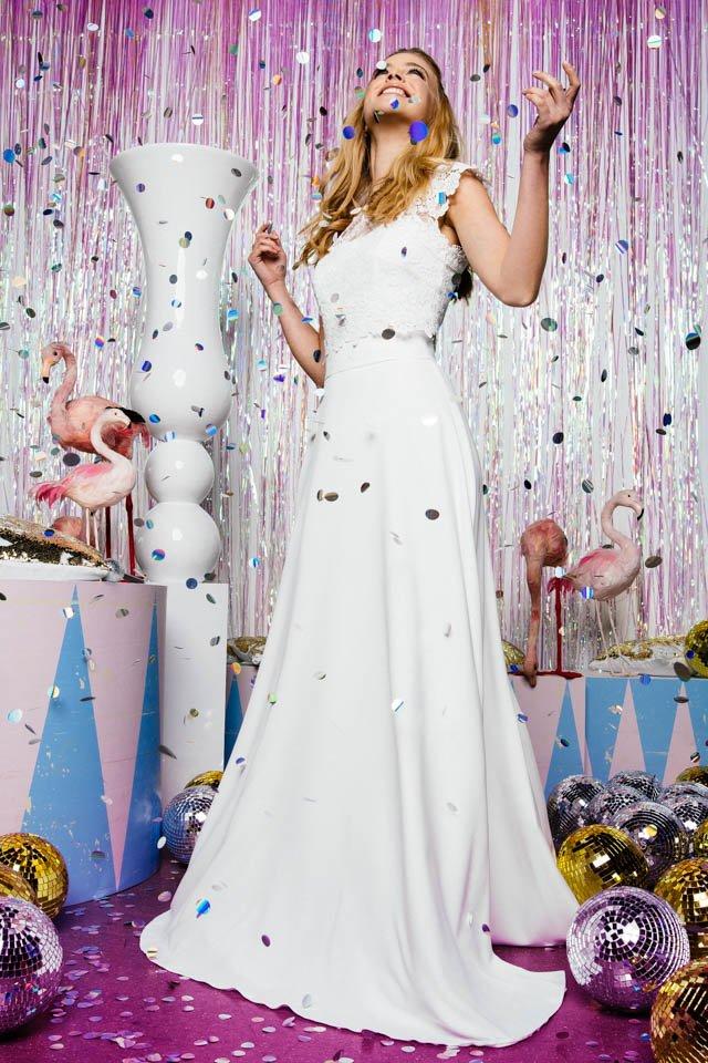 Langer Hochzeitsrock aus fließendem Crepe mit Spitzenoberteilen