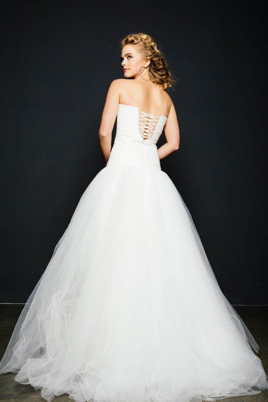 Prinzessinnen Brautkleid mit weitem Tüllrock & Corsage