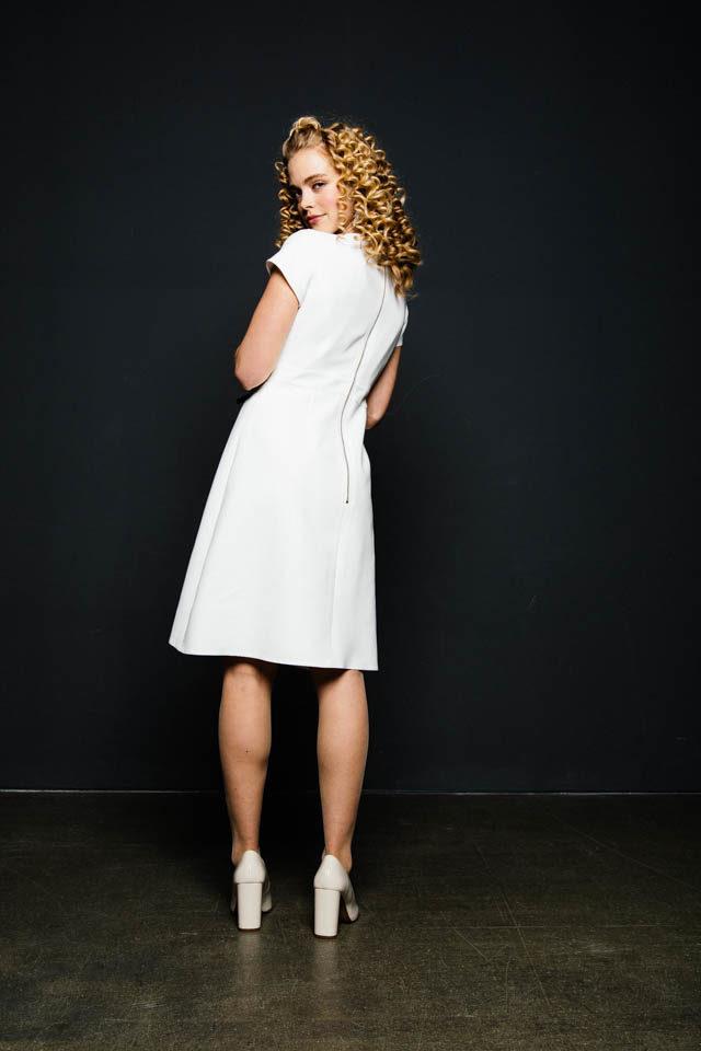 Schlichtes Brautkleid mit kurzen Ärmeln & Vintage Charme – Sonnenschein
