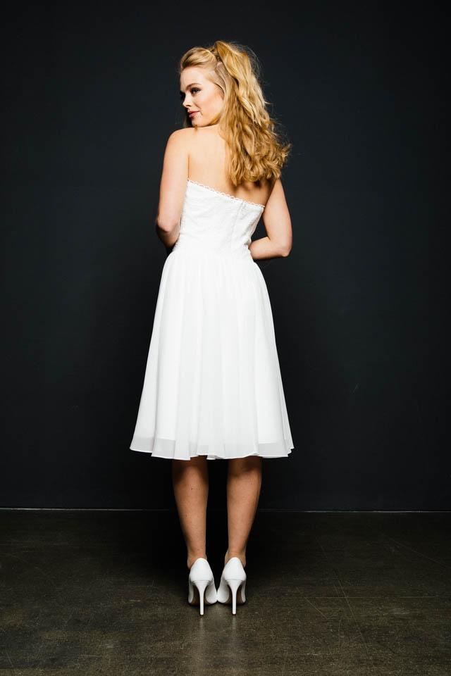 Kurzes Standesamtkleid in Spitze mit Herzcorsage – Lina