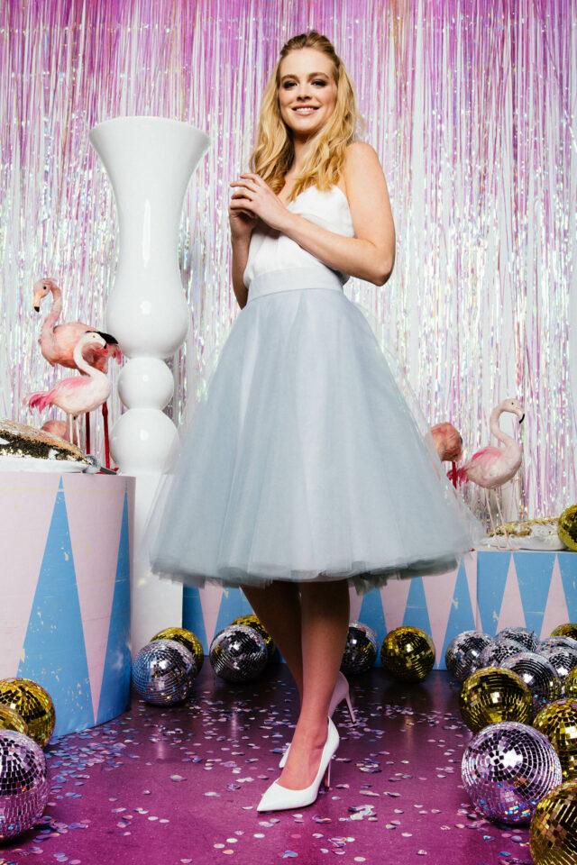 kurzer Tüllrock zur Hochzeit in Blaugrau