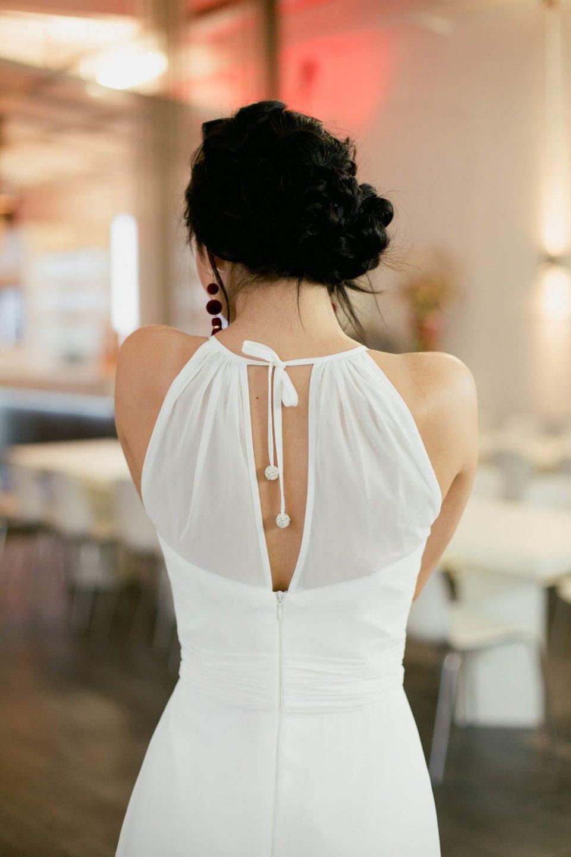 schlichtes Brautkleid mit Rückenschlitz