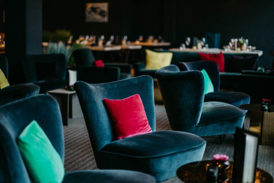 Blaue Sessel im Factory Hotel Münster