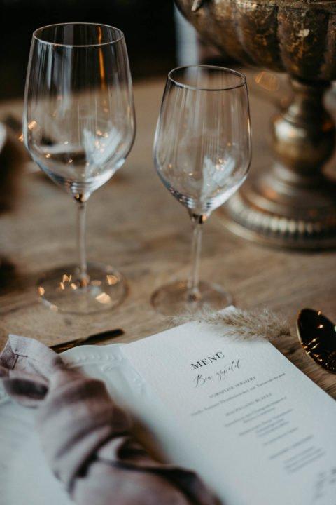 Menükarte mit Weingläser