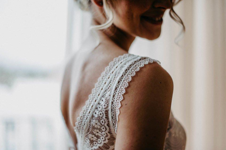 Details vom Brautkleid - Träger aus Spitze
