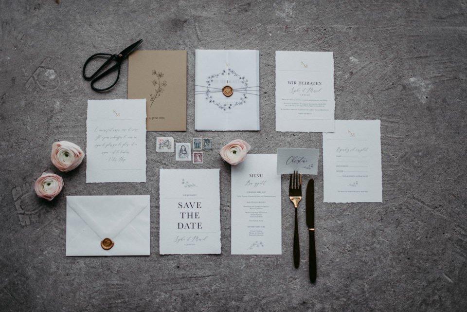 Modern heiraten mit toller Kalligrafie auf moderner Papeterie