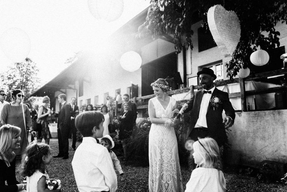 Hochzeit im September - Brautpaar bekommt Glückwünsche