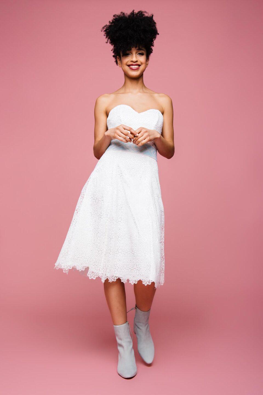kurzes Brautkleid mit Herzauschnitt