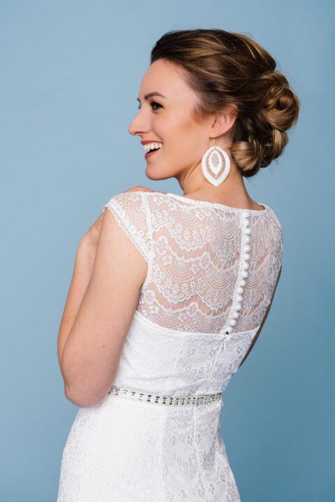 Spitzenkleid zur Hochzeit mit transparentem Schulterbereich
