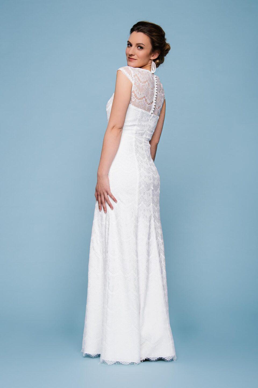 Brautkleid mit Spitze und fließendem Rock