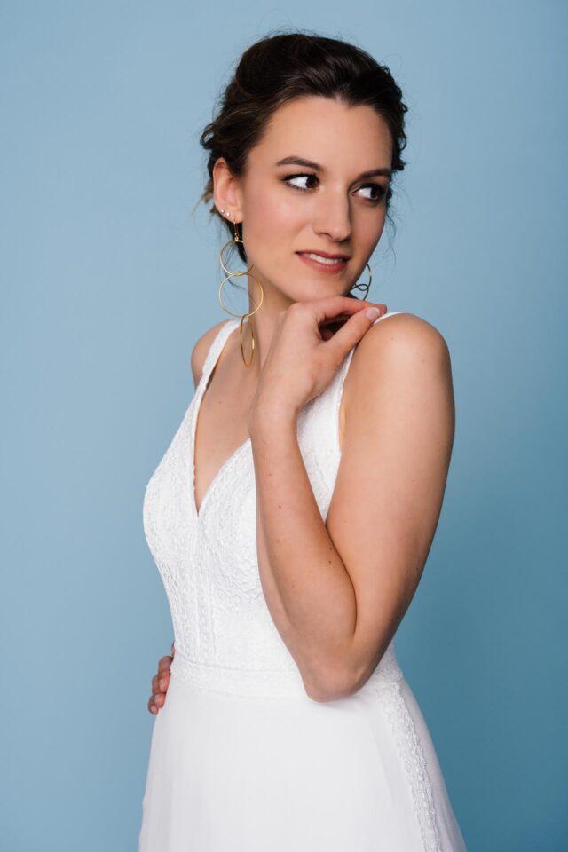 Brautkleid mit Spitzencorsage und Trägern