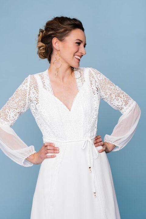 Brautkleid mit Trägern und Seiden-Spitzen-Mantel