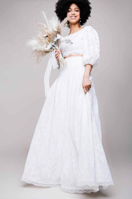 Bauchfreies Brautkleid im Boho Stil