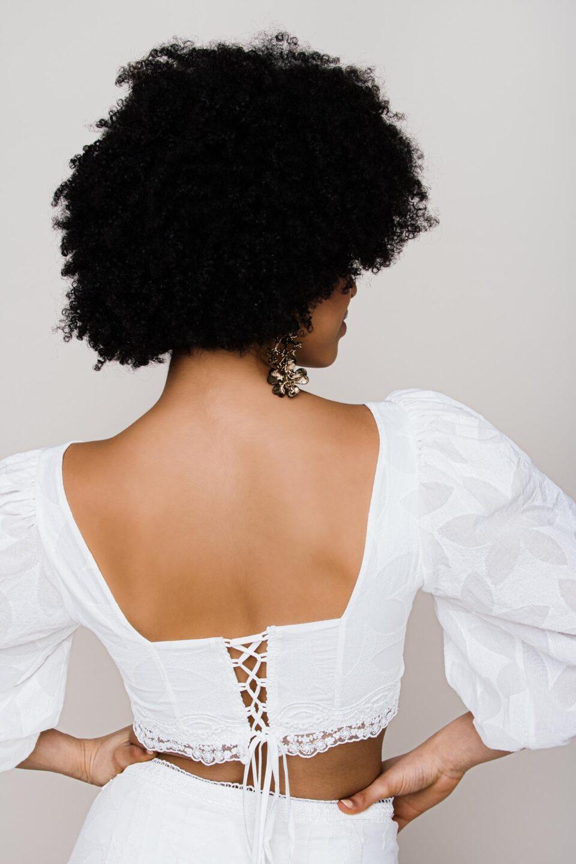 Braut Bluse mit Keulenärmel und Bindedetail hinten