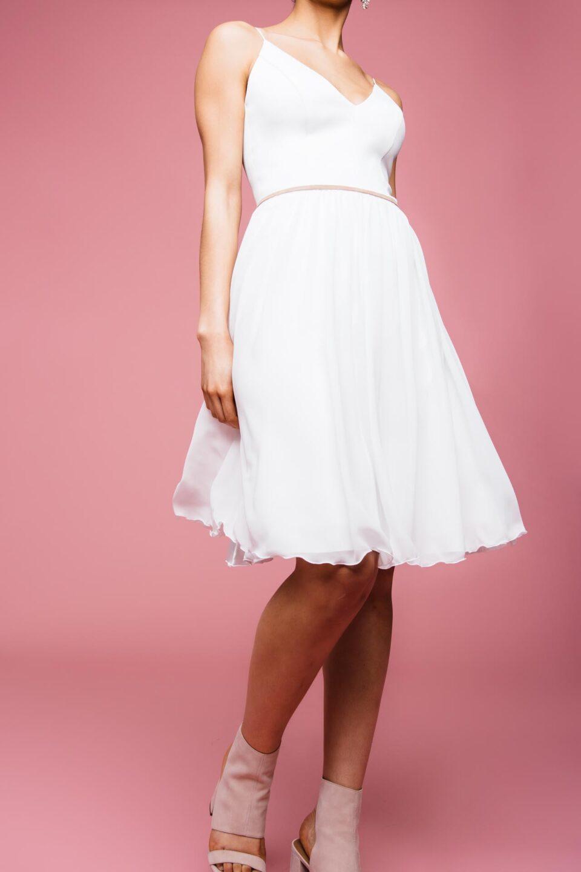 Kurzes Brautkleid mit Chiffonrock