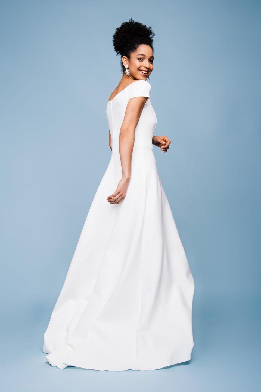 Brautkleid mit U-Boot Ausschnitt und Kurzarm