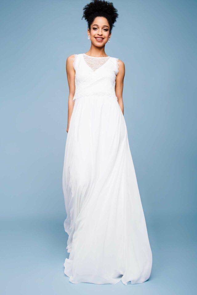 Urbanes Brautkleid mit V-Neck – klar & modern – Sky