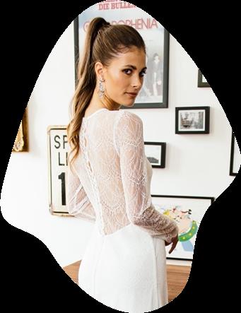 Langarm, Kurzarm, Flügel-oder Trompetenarm, hier dreht sich alles um bezaubernde Ärmel-Varianten bei unserer modernen Brautmode. Die ist nämlich alles andere als variantenARM. Du darfst gerne selbst einen Blick darauf werfen!