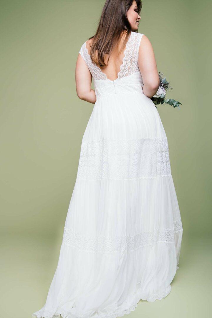Boho Brautkleid große Größen Amaia von hinten