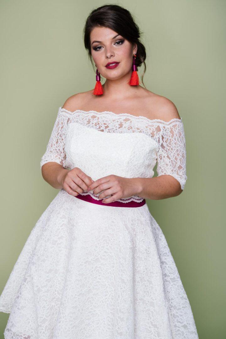 Plus Size Brautkleid mit Spitzenbolero