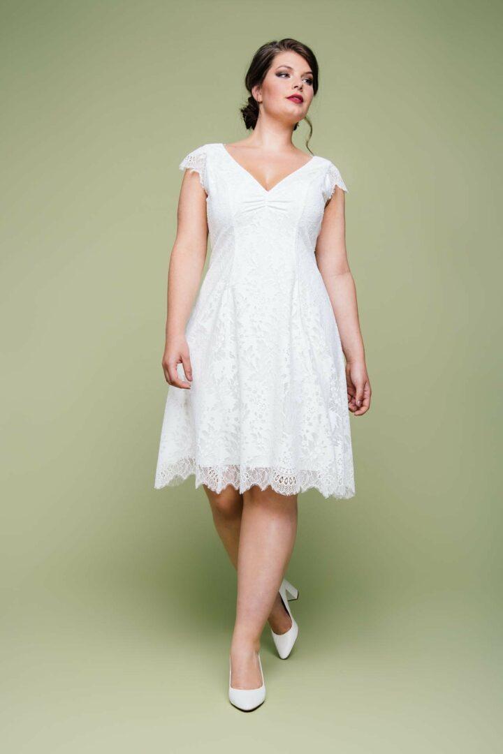 Knielanges Brautkleid in großer Größe