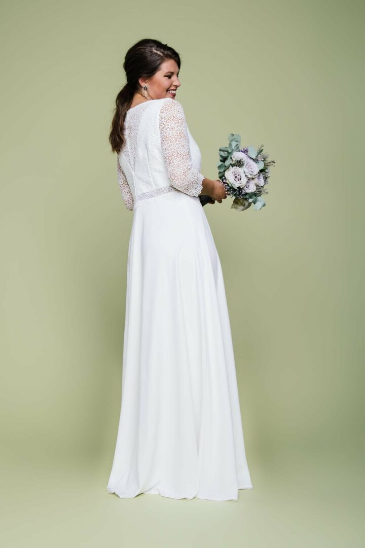 Curvy Hochzeitskleid aus Spitze mit Creperock