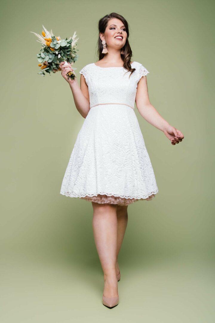 Kurzes Petticoat Brautkleid in großer Größe