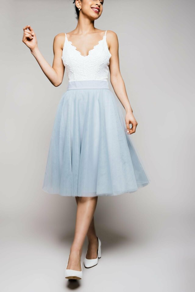 Brautkleid Zweiteiler aus farbig kurzem Tüllrock und Brau Body aus Spitze