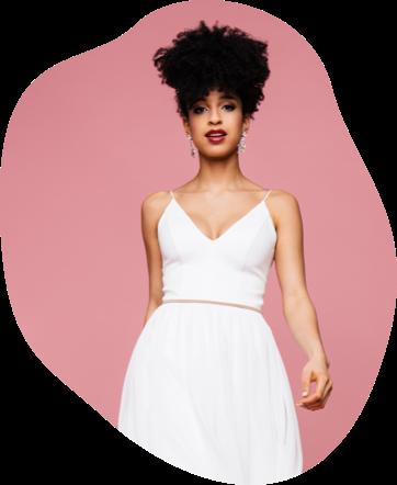 Wir lieben schlichte Hochzeitskleider, da du darin ganz du selbst sein kannst und wunderschön und natürlich strahlst. Entdecke unsere schlichte Brautmode, die du perfekt auf deine Brautbedürfnisse abstimmen kannst.