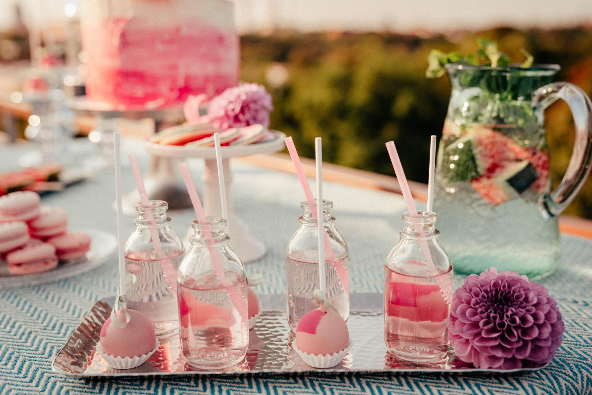 Erfrischungsgetränke bei sommerlicher Hochzeitsinspiration