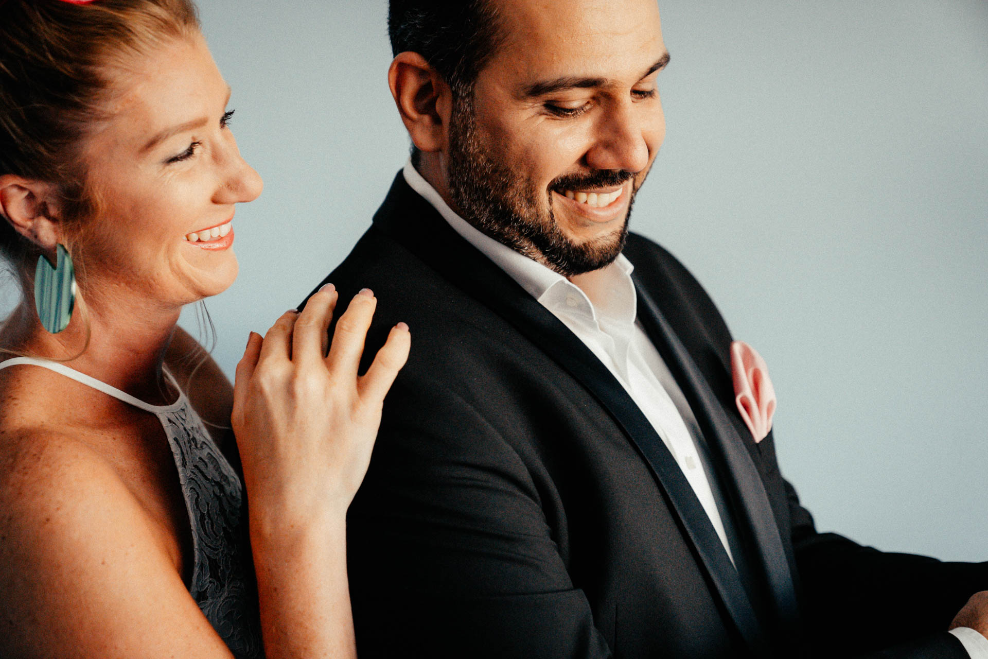 lächelndes Brautpaar