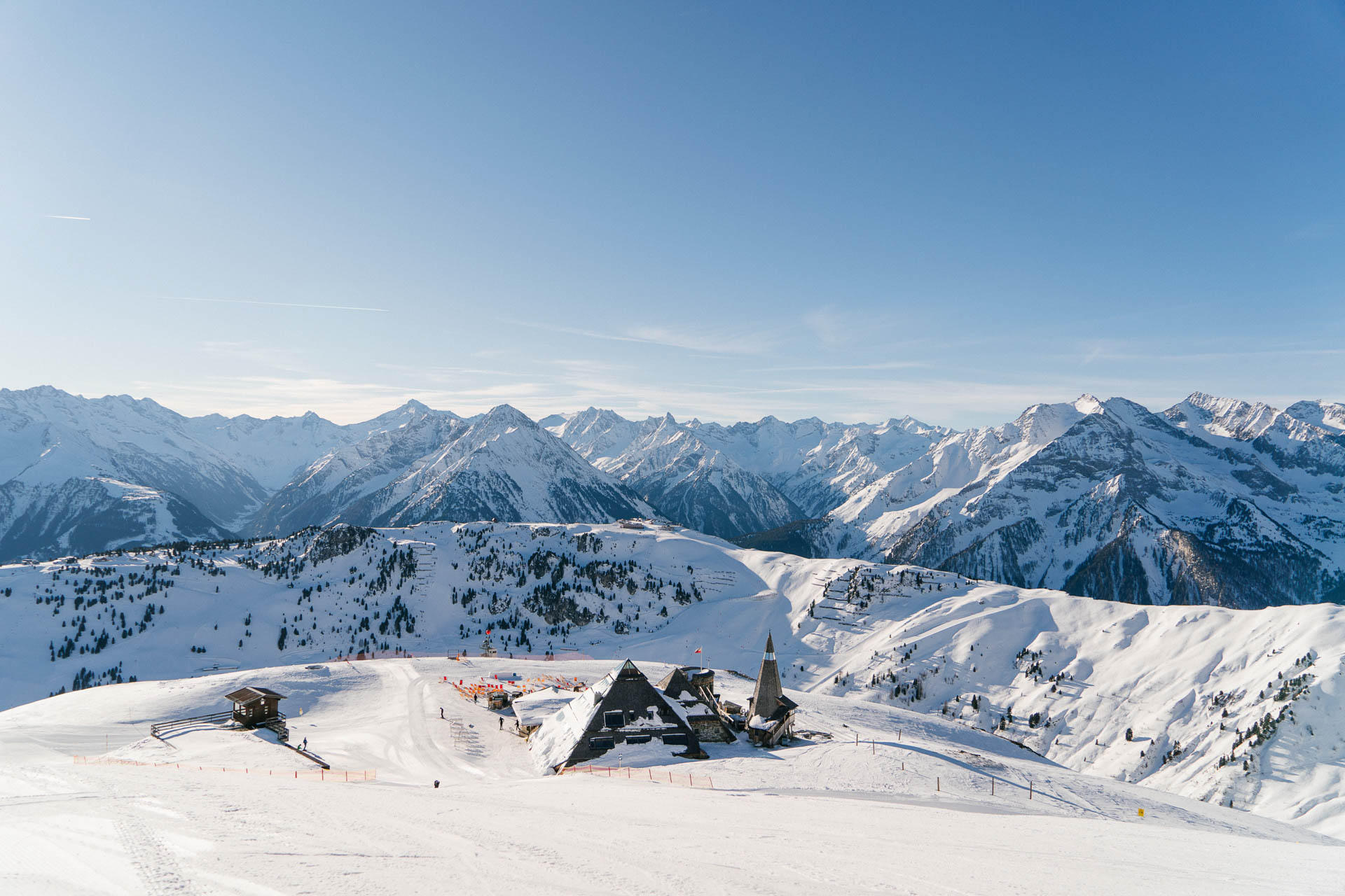 Blick auf die Schneekarhütte im Skigebiet vom Zillertal