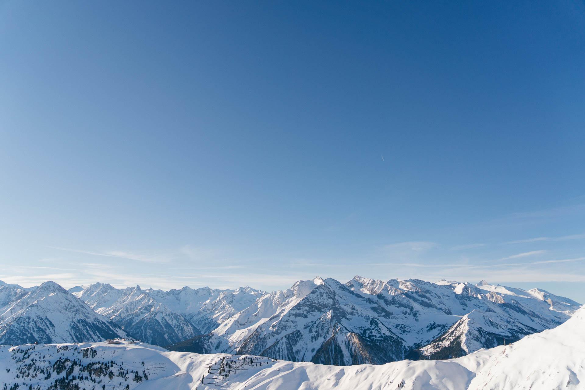 Verschneites Bergpanorama im Zillertal