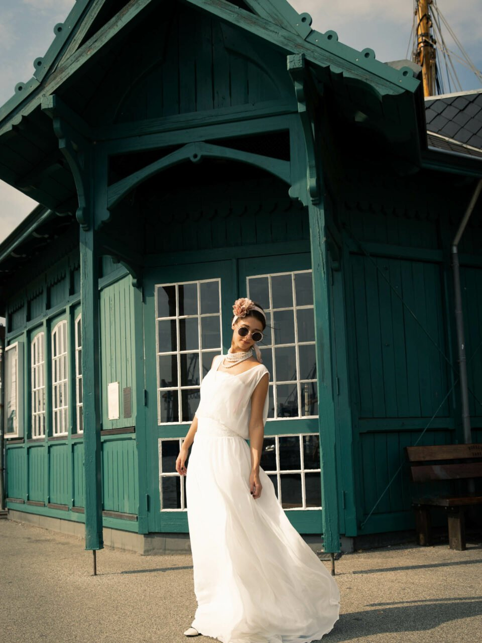 20er Jahre Hochzeit, Braut mit coolen Gatsby Hochzeitslook