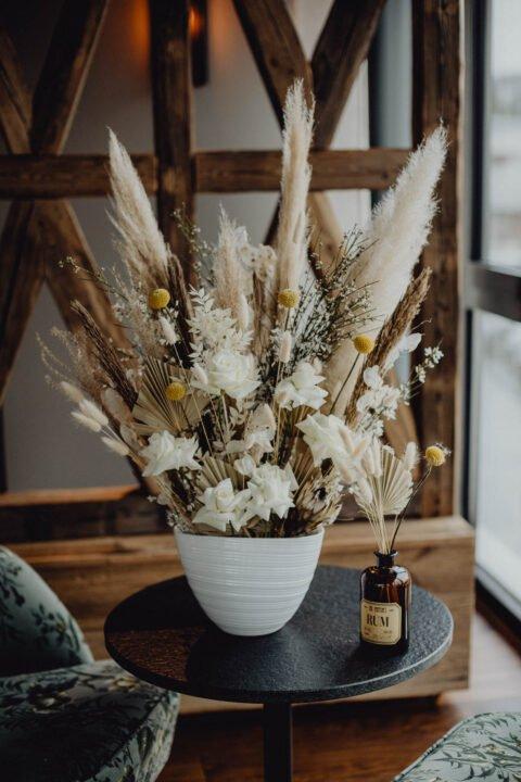 Natürliche Hochzeit mit Trockenblumen